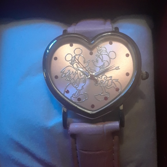 Disney Accessories - Nib minnie mouse pink heart watch